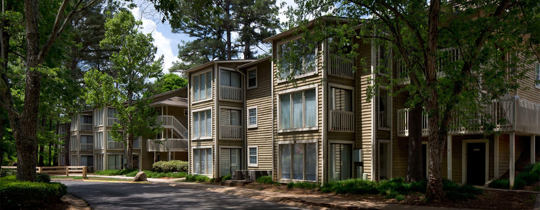 Exterior view of Roswell Creek Apartments